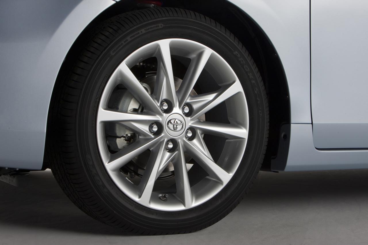 Foto de 2011 Toyota Prius v (40/77)