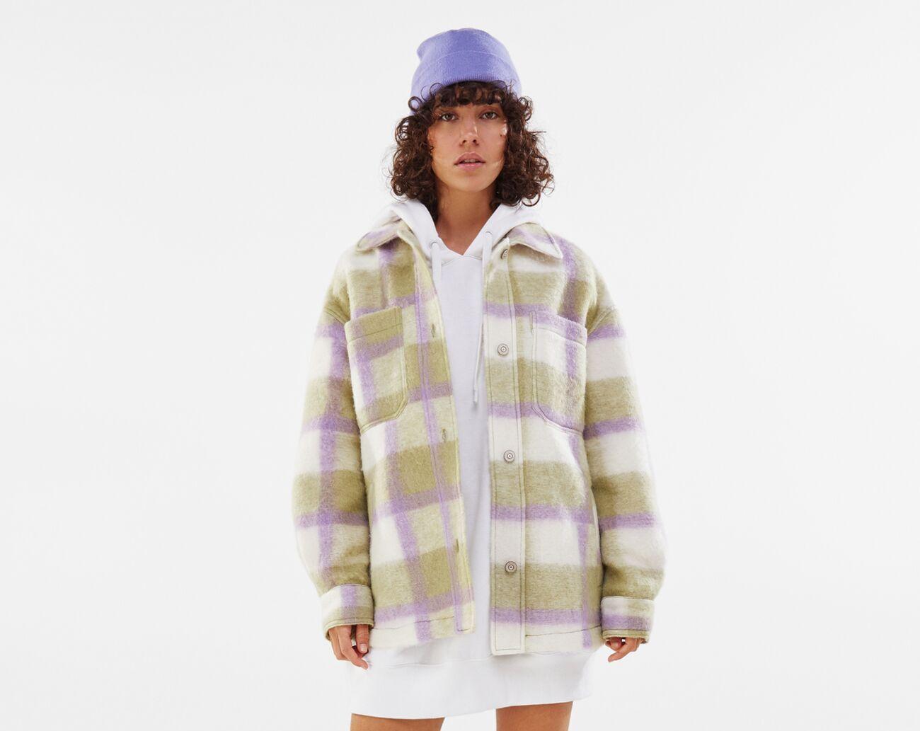 Sobrecamisa lana oversize cuadros verde y lila