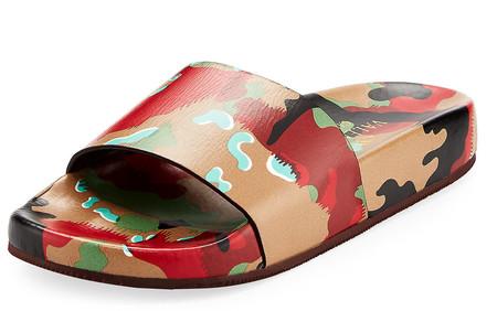 Sandalia slide de camuflaje de Valentino