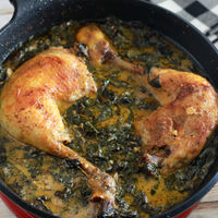 Pollo en salsa cremosa de parmesano y espinacas. Receta