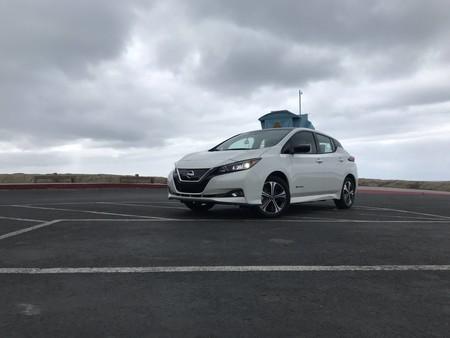 Manejamos el Nissan LEAF Plus y nos demostró que la batalla por mayor autonomía no se detiene