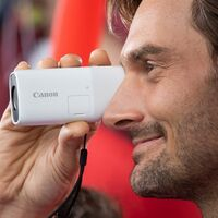 Esta diminuta cámara de Canon quiere sustituir al prismático con su zoom de 400 mm para ver y grabar a larga distancia