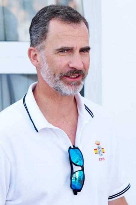 De polo y menorquinas: el Rey Felipe sabe cómo vestir en verano con un look que querrás llevar