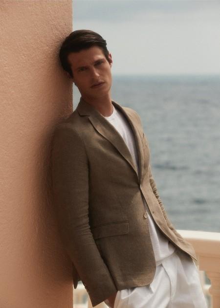 Massimo Dutti nos presenta los looks de las vacaciones más elegantes en este editorial que nos traslada a la Riviera Francesa