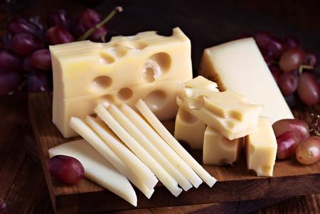 alimentos-ricos-proteina-queso-curado