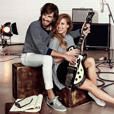 Manuela Vallés y el cantante Pol entonan los acordes de la nueva campaña de Cortefiel