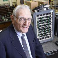 A los 94 años el inventor de la batería de Li-Ion vuelve a la carga con una batería aún mejor