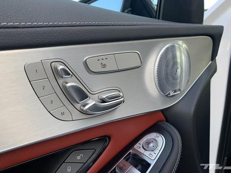 Mercedes-Benz GLC 200 acabados interiores