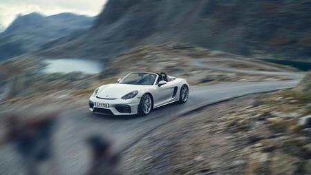Los Porsche 718 GTS y GT4 sucumben al cambio automático, pero aún ofrecen caja manual para los puristas