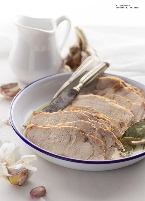 Roti de cerdo al horno con salsa de leche y ajo. Receta