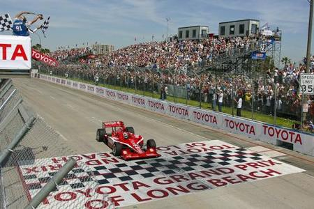 Dario Franchitti vence en Long Beach