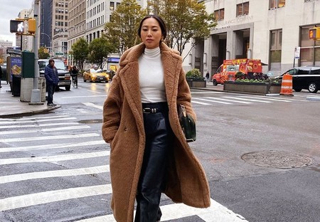 Hay muchísimas formas de combinar un abrigo marrón y el street style nos las muestra todas