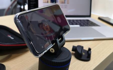 Así es PIVO, el soporte para móvil con doce modos de disparo y seguimiento de rostros y objetos