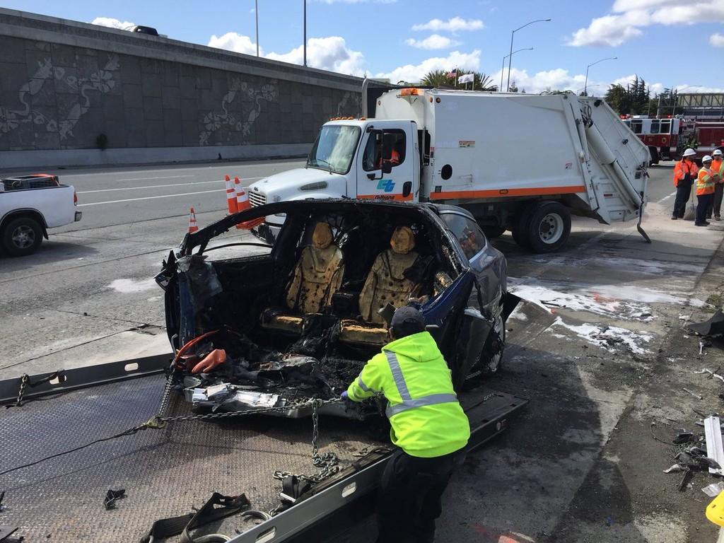 Tesla Model X Accidente Fatal 6