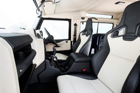 Land Rover Defender Works V8 asientos