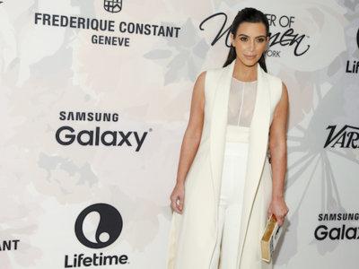 El blanco inmaculado invade a las hermanas Kardashian de estilo. ¡Pero Kendall Jenner despunta con un total beige!