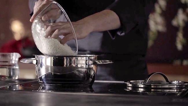 Cómo cocinar el arroz al estilo chino para que quede suelto