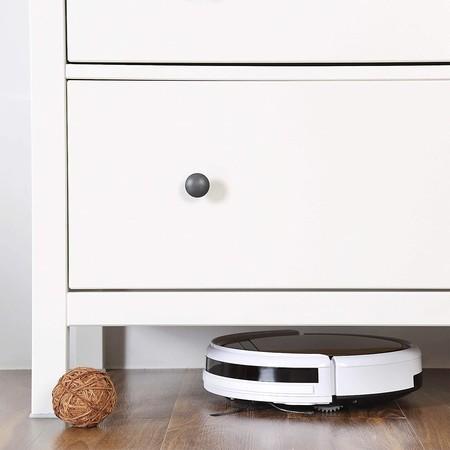 Siete robots aspiradores baratos que te ayudan con la casa estos días
