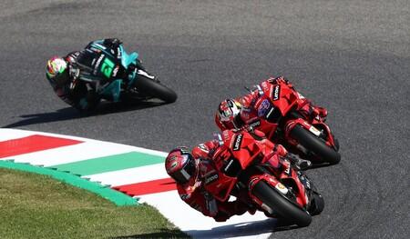 Pecco Bagnaia mantiene la hegemonía de Ducati en Mugello batiendo a Álex Rins; Valentino Rossi, penúltimo en casa