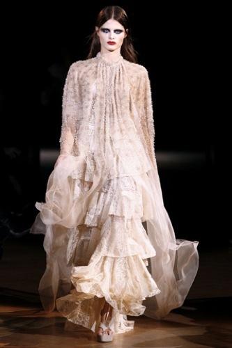 Givenchy Alta Costura Primavera-Verano 2010: una colección dominada por las transparencias. Camisón