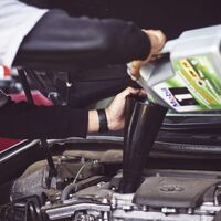 Los elementos clave del coche que la DGT aconseja revisar antes de viajar