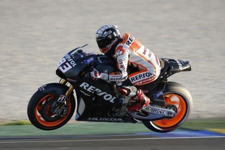 Marc Márquez empieza ejerciendo como líder en la segunda sesión de test de MotoGP 2014