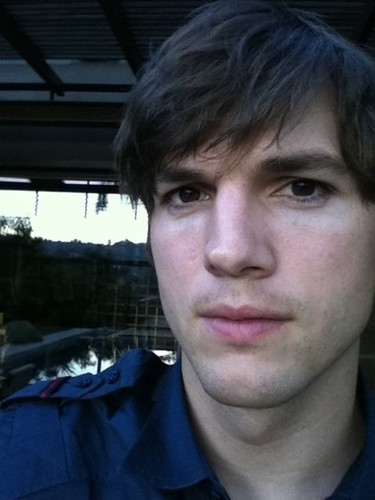 Al final Ashton Kutcher no es tan capullo como parecía...