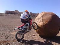 Laia Sanz busca por el centro de Barcelona el camino al Rally Dakar 2015