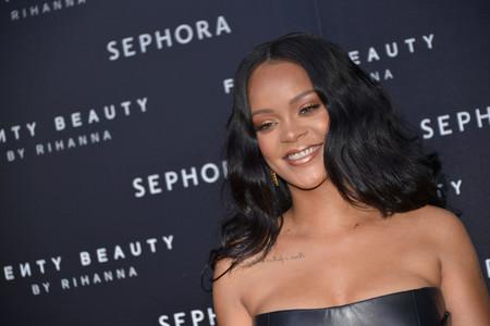 Rihanna presume de melena larga y rubia en Instagram: ¿pelazo parece, peluca es?