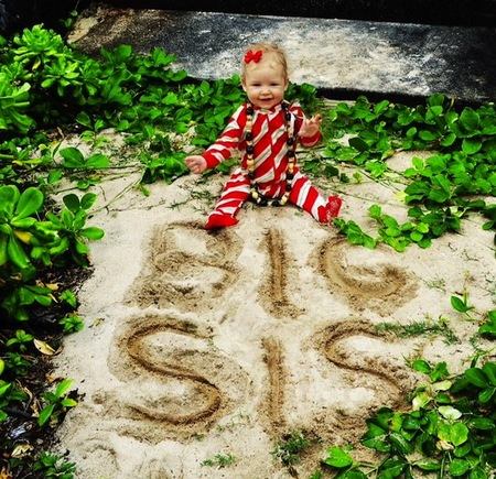 Papa Noel ha venido a casa de Jessica Simpson ¡Habemus bebé a la vista!