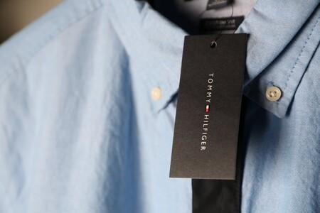 Chollos en tallas sueltas de camisetas, pantalones o chalecos Tommy Hilfiger a la venta en Amazon