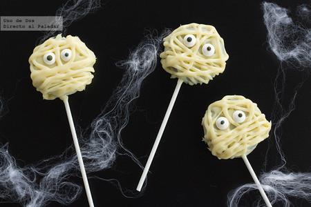 Piruletas momia de Oreo, receta de Halloween