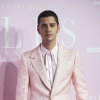 Los 'pink boys' de Eduardo Casanova en la premiere de 'Pieles'