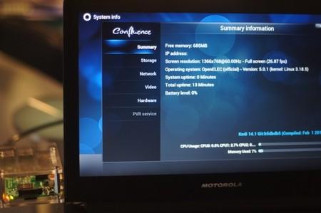 Probando OpenElec, fijaos en el uso de los core de la Raspberry Pi 2