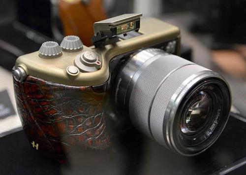 Hasselblad se defiende: explica por qué ha «renombrado» cámaras de Sony