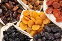 Las frutas deshidratadas también pueden sumar vitamina E a tus platos