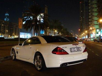 Coches blancos en Dubai