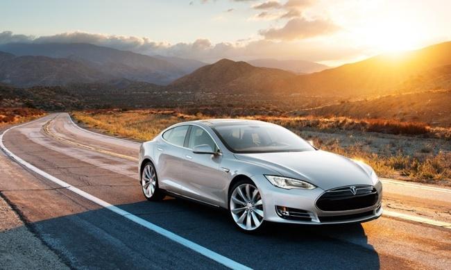 Tesla Model S exterior puesta de sol