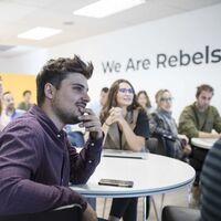 Cómo organizar una semana laboral de lunes a jueves cuando tus clientes trabajan el viernes: Good Rebels inicia un piloto de tres meses