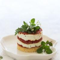 ¿Sin ideas para esa cena de picoteo? Receta de cheesecake de tomate asado y queso fresco de cabra