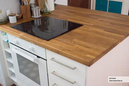 Mesa extensible madera bajo encimera marmol for Mesa cocina extensible ikea