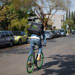 Glovo, Deliveroo y Uber Eats plantean cambiar la legislación española en busca de mayor protección para los autónomos
