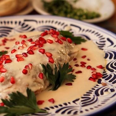 Pechuga de pollo en nogada. Receta fácil de la cocina mexicana