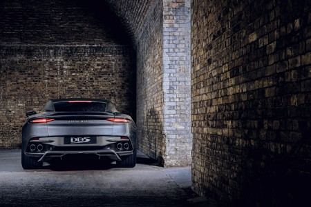 Aston Martin Vantage Y Dbs Superleggera 007 Edition 24