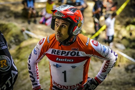 Toni Bou se ha roto dos costillas en la fiesta anual de Honda y tiene un mes para recuperarse