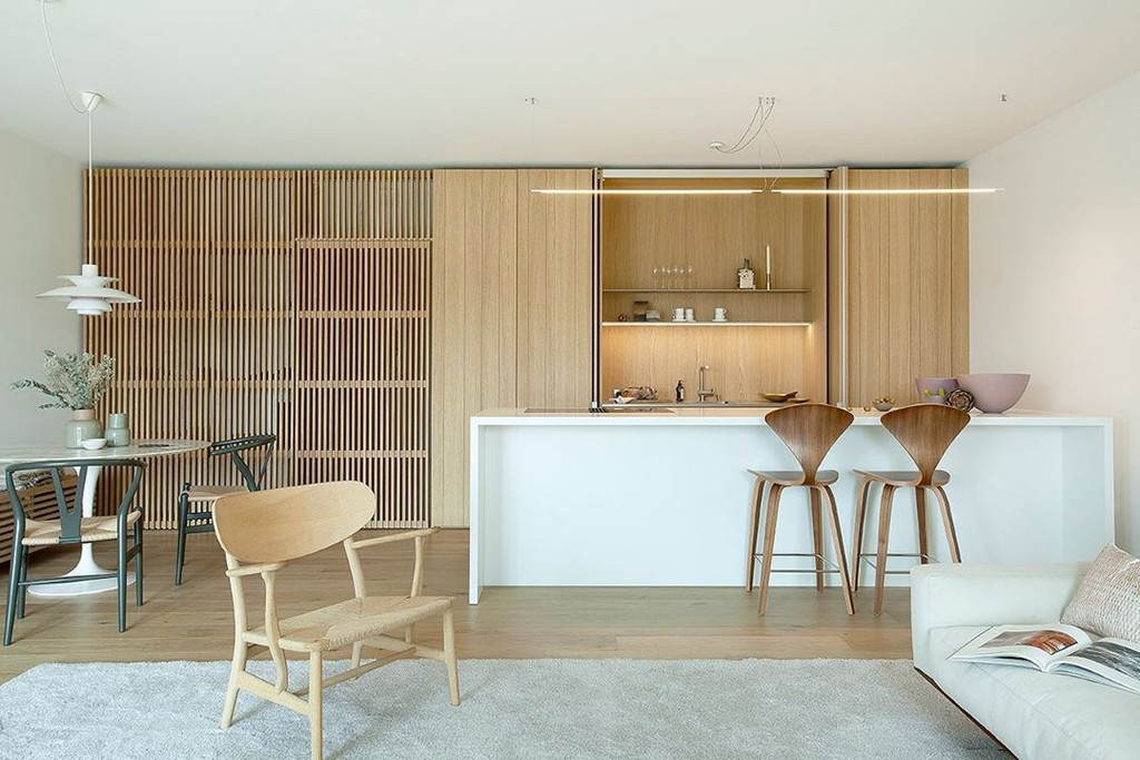 Alerta tendencia; las líneas verticales o el relieve de palilleria visten las cocinas más bonitas y elegantes del momento
