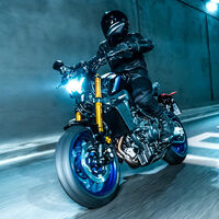 La nueva Yamaha MT-09 SP tira de agresividad con suspensiones pata negra y mejor equipamiento para los mismos 118 CV