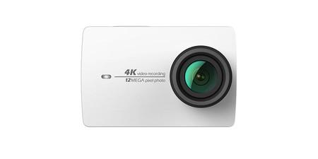 Sólo hoy, en Amazon, tienes la cámara de acción Yi 4K en blanco a su mejor precio: 97,49 euros