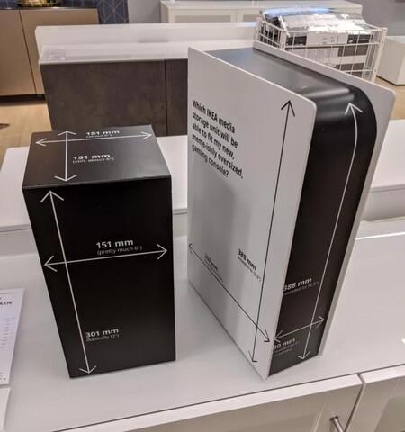 Puede que conseguir una PS5 o una Series X/S sea imposible, pero Ikea ha puesto remedio con los modelos en cartón de ambas consolas