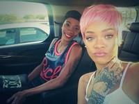 Rihanna vuelve a sorprender y se pasa al rosa